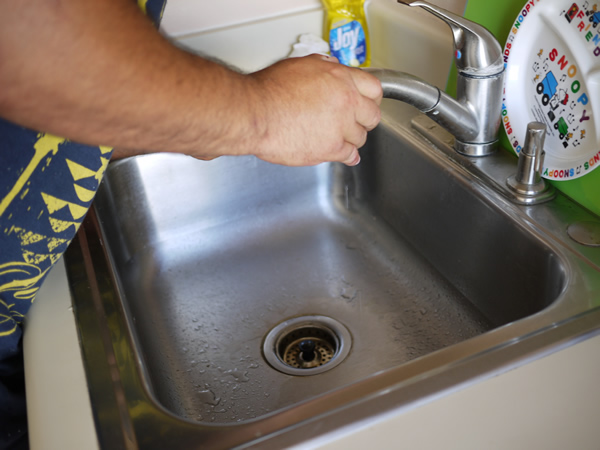 水漏れ ハワイ キッチン